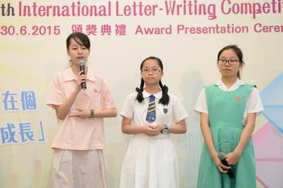 The competition winners talk about ideas for writing at the award presentation ceremony of youth letter-writing competition today (June 30).